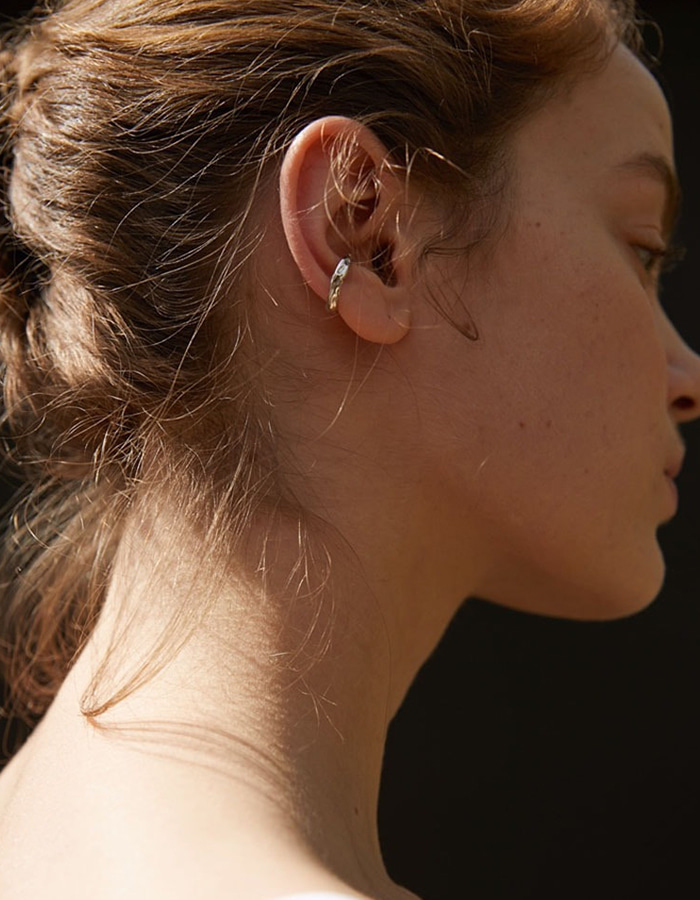 lsey) light earcuff