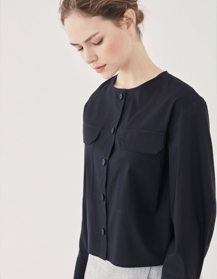 rinjeon) NAVY SILKY TOP