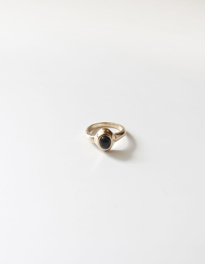 orbes) Gold cabochon onyx ring