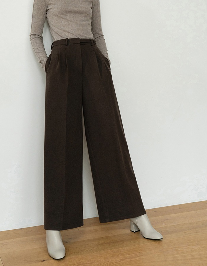 RE RHEE) BELT DETAILED PLEATED WIDE LEG PANTS